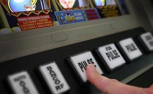 Arrestan a un cliente de un salón de juego de Estepona tras asaltar a otro usuario que había ganado 1.500 euros