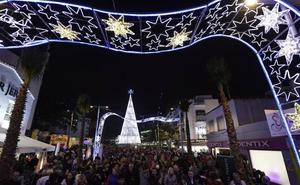 Torremolinos inaugura la Navidad en la recién peatonalizada plaza Costa del Sol