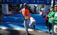 «Correr descalzo es la manera natural de hacer un maratón»