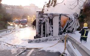 Reabierta la conexión de la A-7 con la autovía de Las Pedrizas en Ciudad Jardín, cortada más de diez horas por el vuelco de un camión