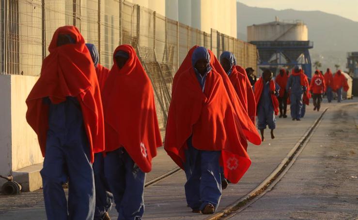 Siete menores y 37 mujeres, entre las 241 personas rescatadas en el mar de Alborán
