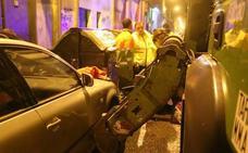Un joven, enganchado por las garras de un camión de basura en Bilbao