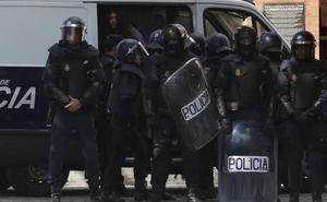 El Gobierno amenaza a Torra con enviar a la policía si sigue la inacción de los Mossos