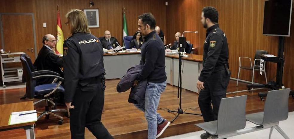 Condenado a 25 años de cárcel el profesor que abusó de cinco niñas en Torre del Mar