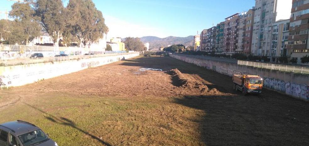 El Guadalmedina vuelve a parecer el cauce de un río