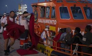 Llegan al puerto de Málaga 118 migrantes rescatados en el mar de Alborán