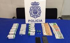 Cuatro detenidos por vender cocaína y heroína en la zona del mercado de El Palo