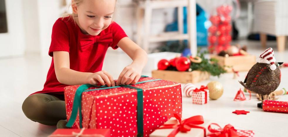 ¿Cuántos regalos debe recibir un niño por Navidad?