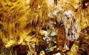 La Cueva de Nerja, primera gruta turística de España en obtener la Q de Calidad