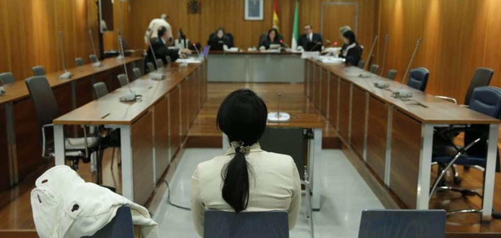 Piden siete años de cárcel para una falsa doctora de estética acusada de deformar la cara a una clienta