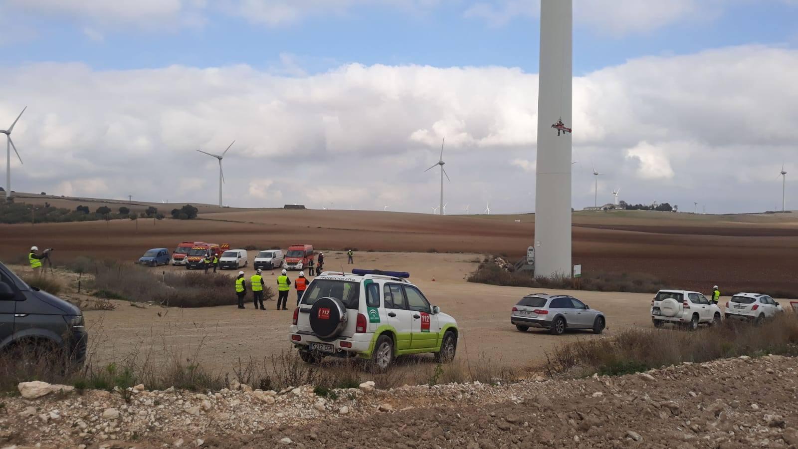 Simulacro de accidente y evacuación en una instalación eólica de Campillos