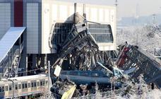 El accidente de tren en Ankara, en imágenes