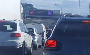 Desaparecen las retenciones tras el vuelco de un vehículo a la altura del túnel de Cerrado de Calderón