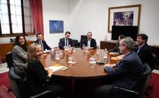 PP y Cs difieren sobre el trato a Vox en las negociaciones