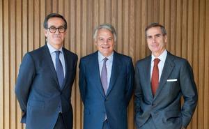 Mutua entra en el negocio de banca privada al comprar el 50,01% de esta división de Alantra