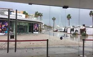Muelle Uno: el vídeo que demuestra el peligro de las fuertes rachas de viento vividas este jueves