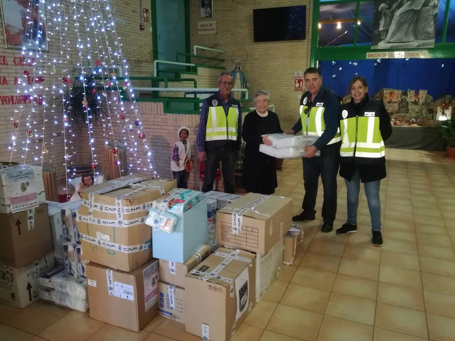 La Policía recoge dos toneladas de alimentos y juguetes para los niños más necesitados de Málaga