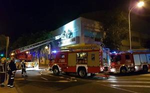 Bomberos intervienen en un incendio en el polígono La Térmica
