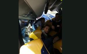 Vídeo | Así vivieron los viajeros del autobús el aparatoso accidente en Álora, desde dentro