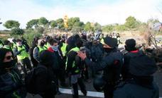 Los GAAR llaman a bloquear el Prat y el puerto e impedir los movimientos de la policía el 21-D