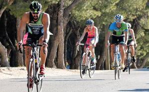 Daniel Fortes y Nidia Ruiz, vencedores en la XXI Triatlon Indoor de Torremolinos