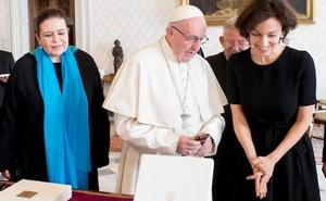 El Vaticano «urge» a los episcopados a reunirse con víctimas de abusos