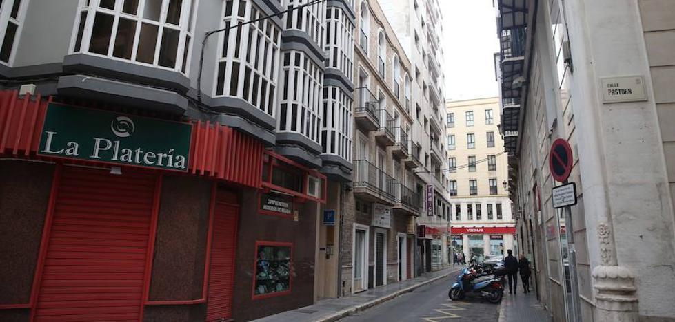 El Ayuntamiento de Málaga ordena el cierre del hostel sin licencias en la calle Panaderos