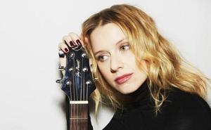 Manuela Vellés: «En el cine te dirigen, en la música soy más libre»
