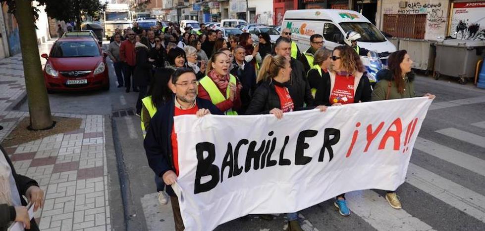 Manifestación de padres y madres del colegio Padre Jacobo en demanda de un instituto