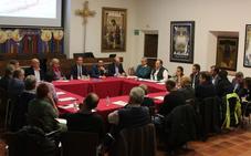 La Agrupación de Cofradías y el Ayuntamiento analizan los cambios urbanos necesarios para encajar el nuevo recorrido oficial