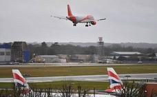 El aeropuerto londinense de Gatwick vuelve a abrir con un «número limitado» de vuelos