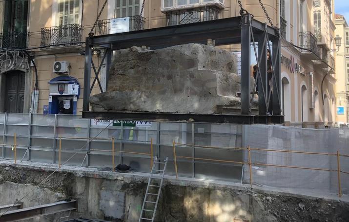 Así ha sido la retirada del muro del castillo de San Lorenzo, en la Alameda en Málaga capital