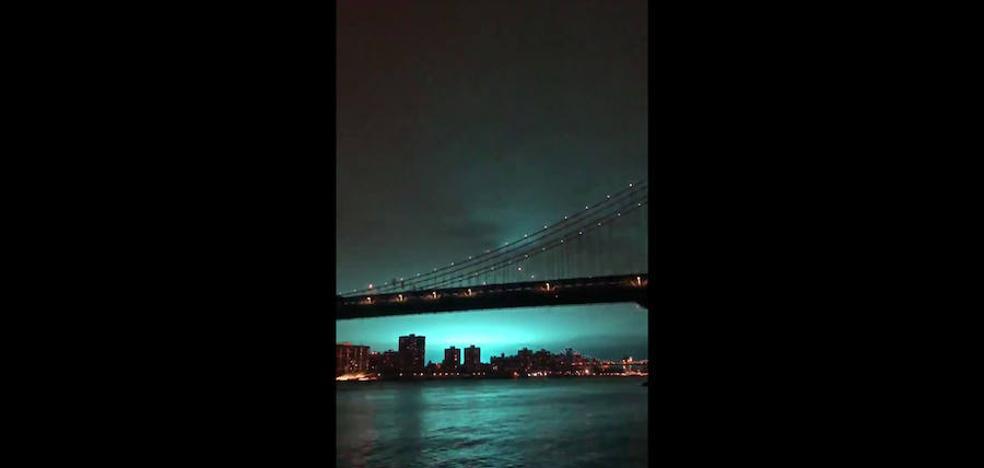 Nueva York despierta con un cielo de ciencia ficción