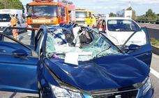 Herida muy grave una pareja de La Cala del Moral al soltarse la rueda de un camión e impactar contra su coche en Valencia