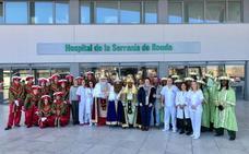 Los Reyes Magos visitan el Hospital de la Serranía