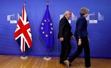 Juncker y May estarán en contacto la próxima semana, crucial para el 'brexit'