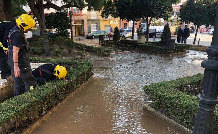 Un escape de agua en el Jardín de los Monos obliga a cortar la calle Victoria de Málaga
