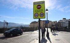Entra en vigor el nuevo horario de regulación del tráfico en el Puente