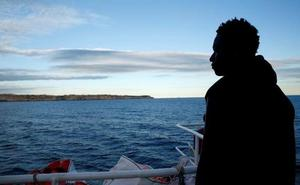 Los inmigrantes bloqueados en el Mediterráneo serán repartidos por ochos países europeos