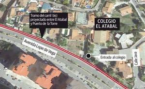 Padres del colegio El Atabal se movilizan contra el carril bici que reducirá «al mínimo» la acera del centro
