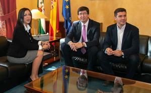 La presidenta del Parlamento realiza la ronda de consultas para la investidura de Moreno