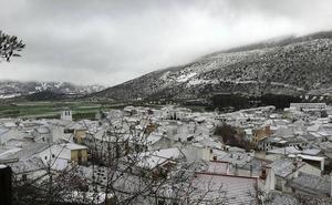 Vecinos de Alfarnate llevan más de dos meses con cortes continuos que les impiden ver la televisión