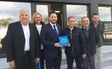 Bendodo intenta tranquilizar al sector y asegura que turismo será una «prioridad» del Gobierno andaluz