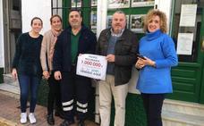 Dos familias trabajadoras de Torrox se reparten el millón de euros del sorteo de Euromillones
