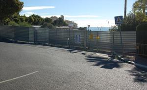 El Ayuntamiento de Estepona ejecutará el acceso a la playa de El Cristo si las obras siguen paradas