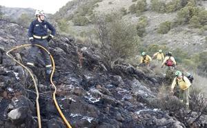 Extinguido el incendio junto al cementerio de Arroyo de la Miel
