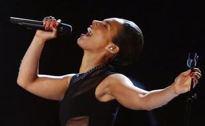 La cantante Alicia Keys presentará la ceremonia de los Grammy