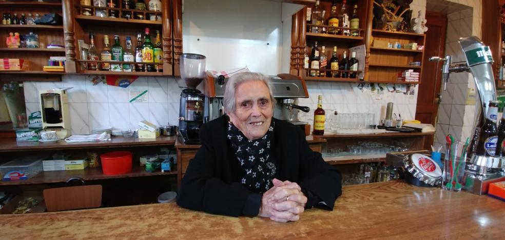 Ascensión cierra su bar tras cien años detrás de la barra