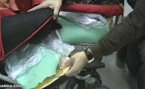 Detenido cuando traficaba con drogas que escondía en un carrito de bebé