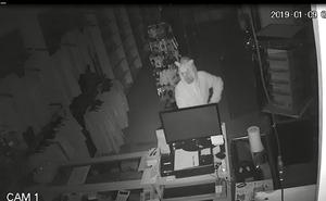 Detenido en Málaga un joven por robar una tienda de informática vestido de unicornio